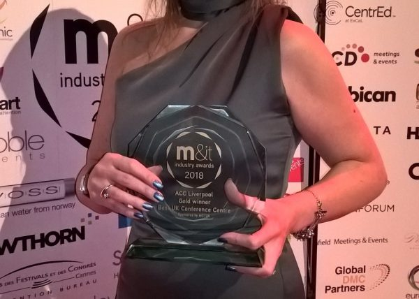 Nicky Hunter, PR and communications manager, collects award for Best UK Conference Centre 2018